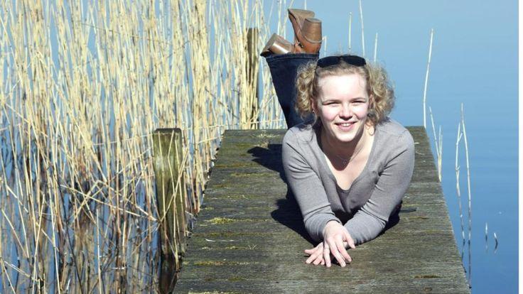 Mädchen am Zwischenahner Meer in der Sonne http://www.bild.de/news/inland/wetter/regenpause-in-deutschland-danke-petrus-50785448.bild.html