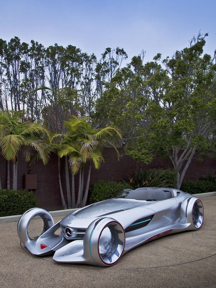 Concept Car Mercedes Benz Silver Arrow. The look of things to come. It almost looks like it can fly too.