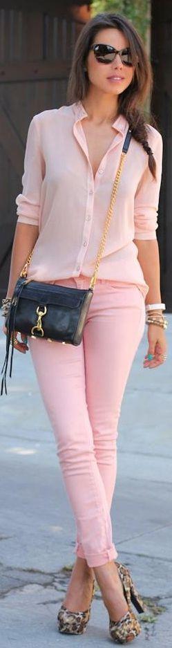 combinar una blusa rosa