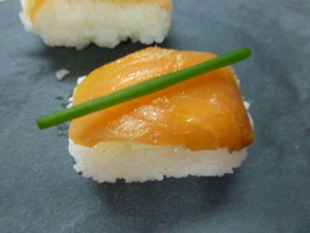 Canap sushi de queso y salm n recipe recetas sushi for Canape de salmon