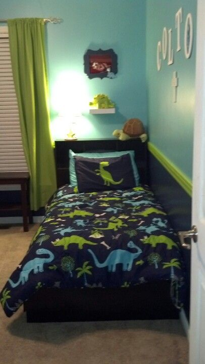 1000 ideas about dinosaur room decor on pinterest for Dinosaur bedroom ideas boys