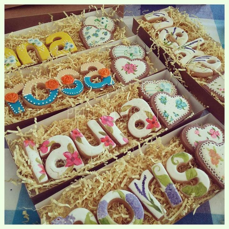 Paola Arias: decorated name cookies. So lovely!