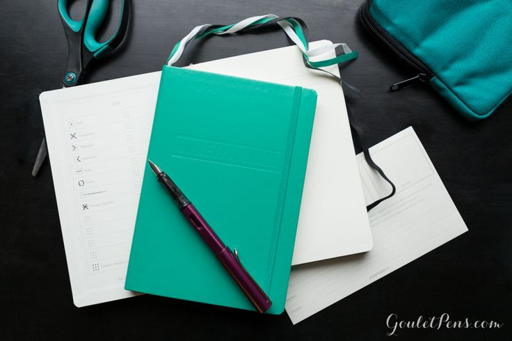 """<div><span style=""""font-size: 13px;"""">The Bullet Journal helps you organizing your daily life and having an overview of your tasks, goals, ideas and thoughts. You can adapt the Bullet Journal to your individual needs and preferences. Like that a practical guide for your daily life, studies and business is created. The high-quality Bullet Journal is available in the format A5 (Medium) with an emerald green cover and an elegant blind embossing, and it opens flat. The f..."""