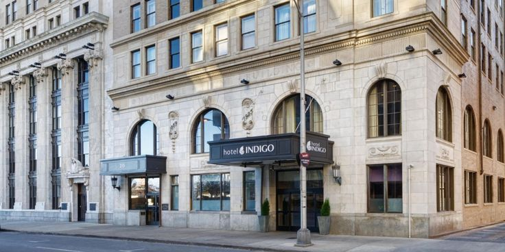 Official site of Hotel Indigo Nashville. A boutique hotel that features neighborhood charm, serves people & pets, and provides the Best Price Guarantee.