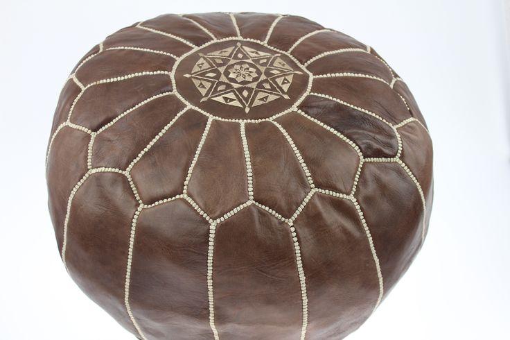 Pouf marocain en cuir marron fait partie des produits les plus recherchés de la décoration et l'artisanat marocain. Large choix de poufs dans le site...