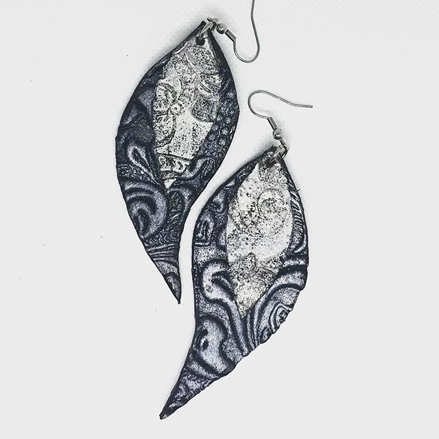 Sunday... the best stylings should be when you spend time with your loved ones not forspecial occasions with other people! It doesn t take much...but it makes a big difference! #evileve #evilevedesign #earrings #leather #stainlesssteel #fashion #everyday #elegance #fashionistas