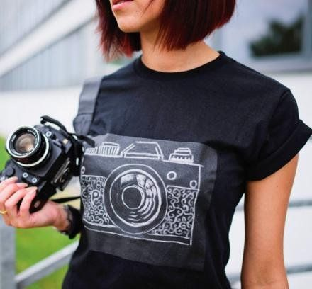 A Challky egy utcai pólómárka, mégis egyszerű, de ötletes koncepció alapján született. Krétával rajzolhatunk rá. A póló elejére tulajdonképpen egy...