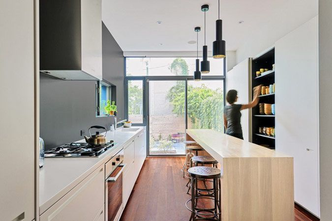 25 beste idee n over lange smalle keuken op pinterest smal kookeiland kleine kookeilanden en - Tafel lang eiland huis van de wereld ...