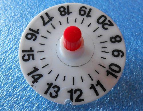 DIY - Trottola dal riciclo creativo di un disco orario. 1002ideericiclabili.blogspot.it