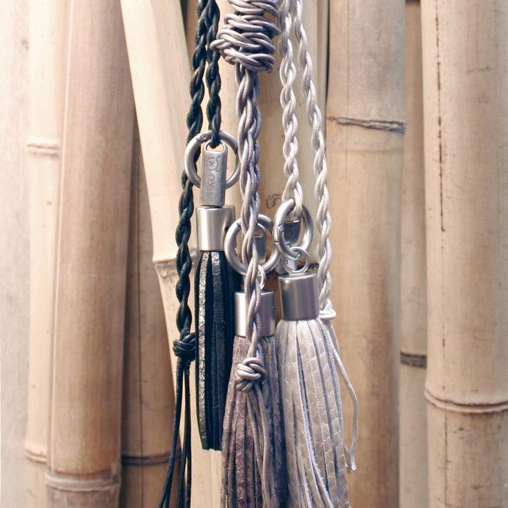 OXies Knoopketting Lange ketting van ambachtelijk gedraaid leertouw. Met stropdasknoop, hierdoor simpel groter/kleiner te maken en dus superstoer ook om je middel te dragen! Setprijs €54,95