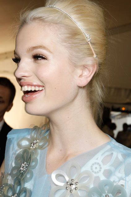 I love this LV headband.  Been trying to get my hands on one - no luck yet...: Vuitton Daphne, Vuitton Ss, 12 Backstage, Louis Vuitton, Groeneveld Backstage, Daphne Groeneveld, Backstage Lv, Www Nice Louisvuitton De Nr, St. Louis