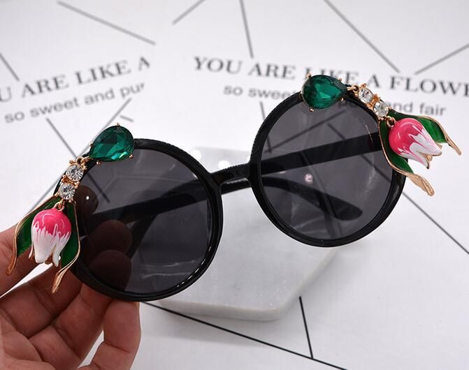 new fashion Vintage women sunglasses Baroque metal flowers Rhinestone Exaggerated Sunglasses Luxury Sun Beach sunglasses