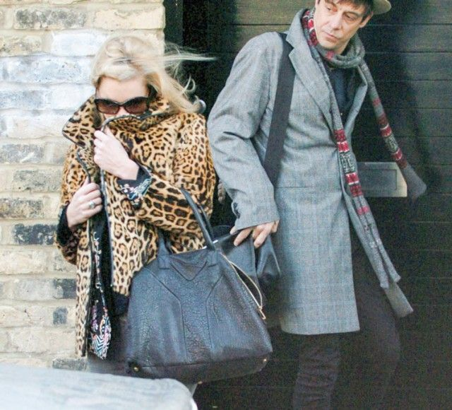 Kate-Moss carried Yves Saint Laurent Easy Tote. $276+FREE shipping ...