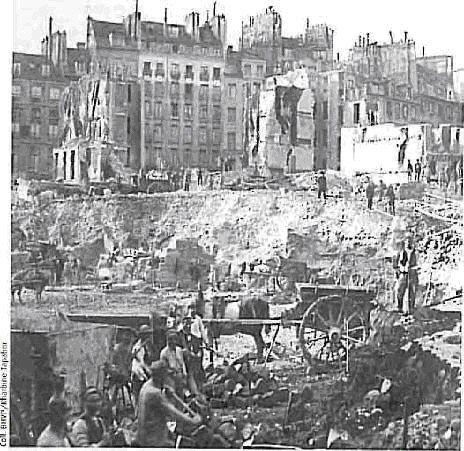 Une photo des ouvriers de bâtiments. Les traveaux de rénovation ont employé la majorité des travailleurs parisiens.