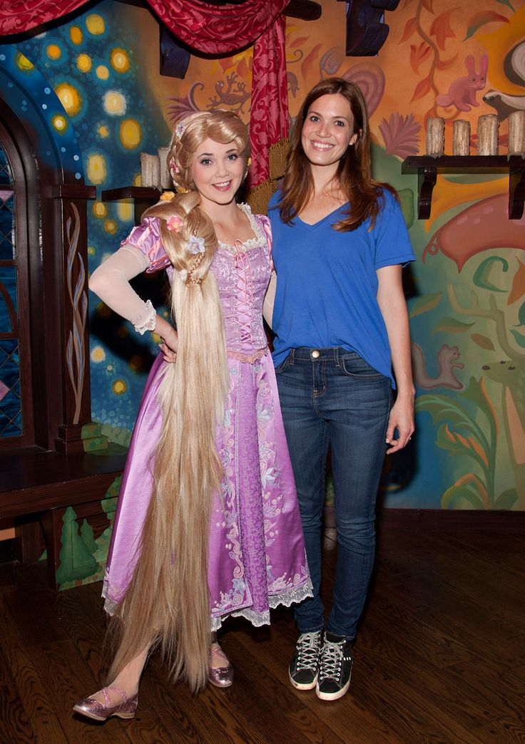 Mandy Moore visting Rapunzel at #Disneyland Park
