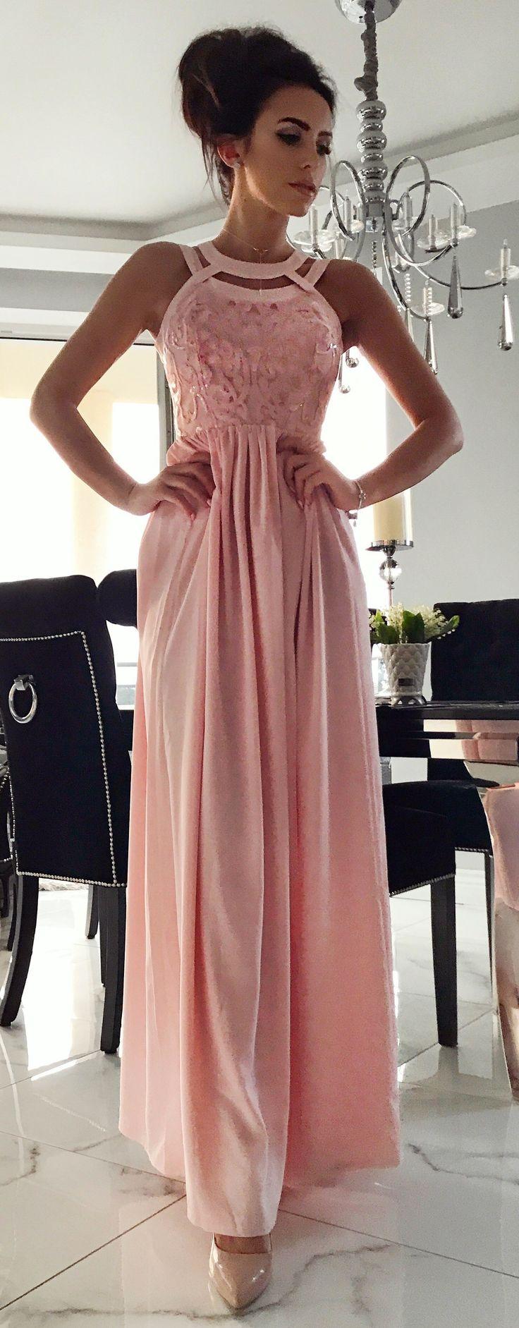Maxidress Mery  pudrowy róż. Piękna różowa sukienka na wesele dla druhny