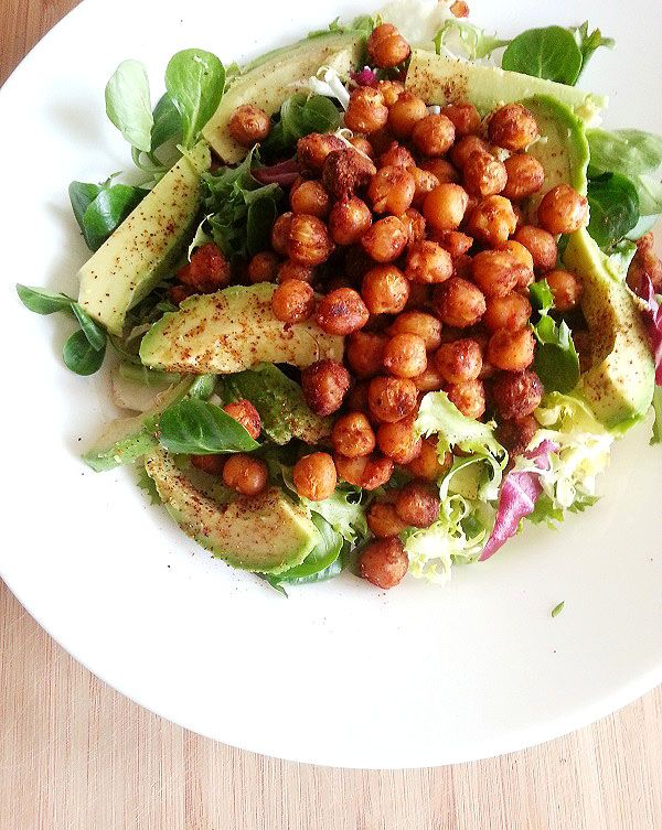 Kikherne-avokadosalaatti - pikaruokaa vegaanityyliin