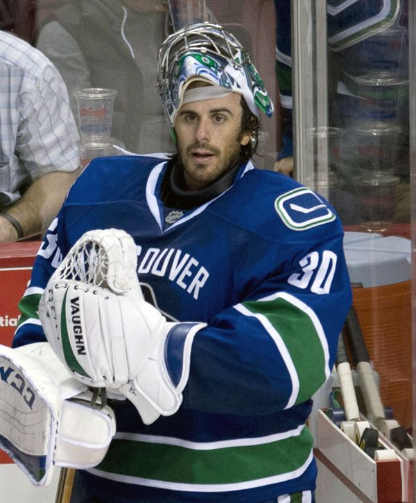 Ryan Miller Vancouver | Vancouver Canucks goalie Ryan Miller prepares to leave the bench ...