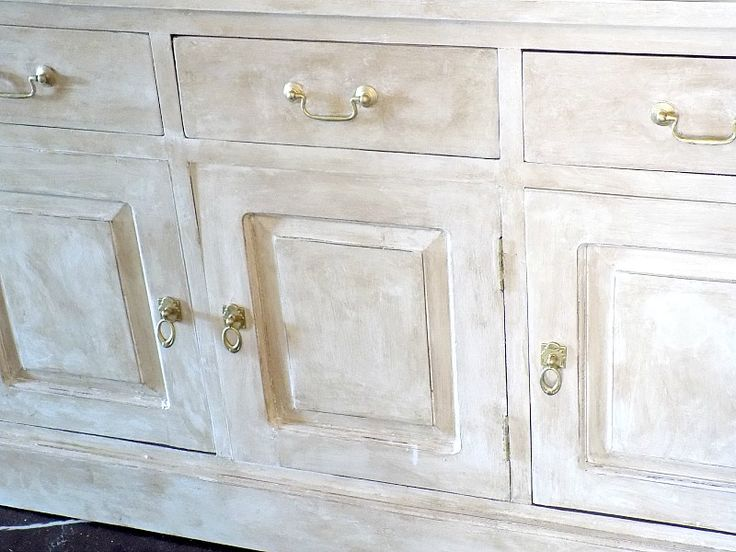 chalk-painted-dresser-with-gold-knobs