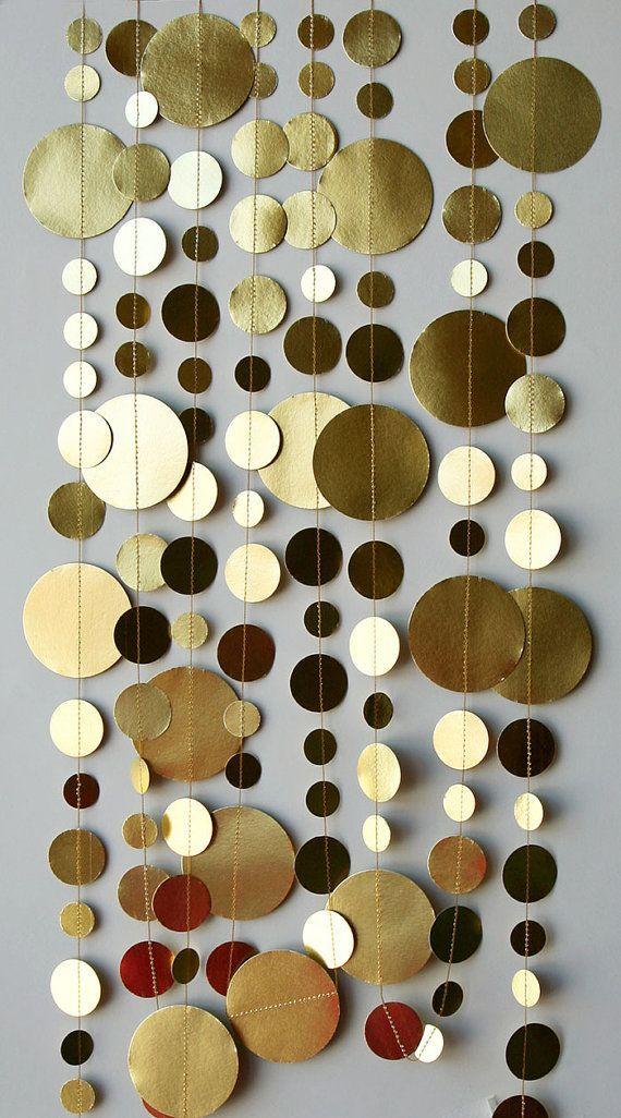 Gold Garland – antik Gold-garland - Schimmer Garland – Papier Girlande - Gold Hochzeit, Geburtstag Dekoration, Home Dekorationen, Kreis-Girlande  Der letzte Schliff für Ihre Dekoration.  Es klingt metallisch, wenn die Kreise trifft einander mit der Brise.  Sieht gut aus auf oder um Ihren Tisch, in der Wand, Tür, Fenster, den Regalen... hängen oder sie mit Klebeband an der Decke aufgehängt! Mit die erforderliche Sicherheit warnt Sie Aufhängen von Lampen und machen einen schönen Kreis Kaskade…