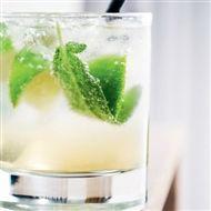 4 cocktails, der hylder det nordiske køkken. Udtræk af urter