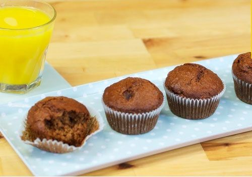 """Маффины кексы для завтрака  Выпекаем  маффины кексы для завтрака - сладкие и пушистые! Как раз нужный нам """"энергетический"""" завтрак-старт в новый день - с овсянкой и финиками!  Рецепт от коллеги Джейми Оливера уже вам известной Джеммы Королевы кексов.  Кексы на завтрак, спросите скептически? ...а почему бы и нет - готовятся они просто и быстро! И взвешивать ничего не надо - все отмеряется чашками, ложками..."""