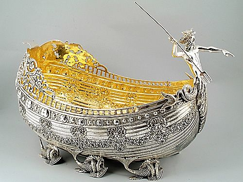 Каталог » Центральные серебряные чаши » Центральная ваза из серебра