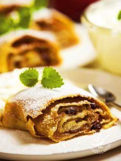 Strudel of pears, raisins and cinnamon - A uno strudel non si dice mai di no! Provate questo squisito Strudel di pere, uvetta e cannella, magari accompagnandolo con una crema a base di vaniglia! #strudel #strudeldipere
