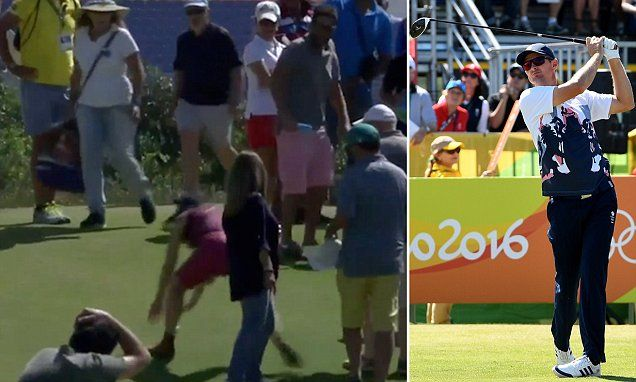 8/14/16*Hilarity as spectator PICKS UP Justin Rose's golf ball