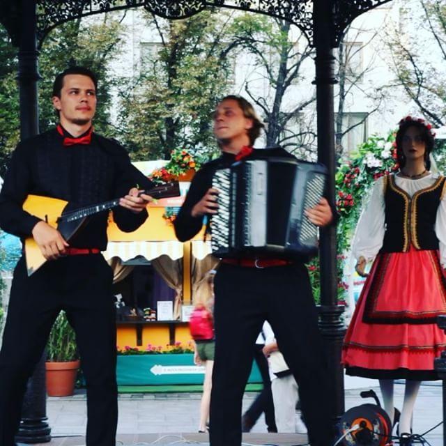 Любые мелодии прогрессивной Европы подвластны нашим простым, но очень богатым русским народным инструментам. Вы с нами согласны. #russia #moscow #music #folklore #song #songs #melody #pop #love #beat #beats #party #partymusic #newsong #lovethissong #remix #favoritesong #bestsong #photooftheday #bumpin #listentothis #goodmusic #instamusic #doublemax #balalaika #балалайка #баян #maksimbobkov #maksimgumenyuk