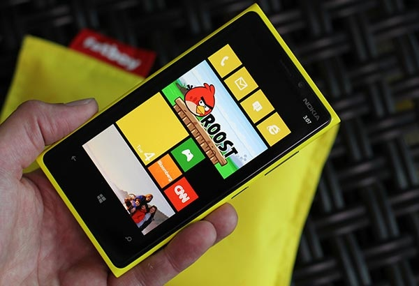 Nokia Lumia 920 official: Dual-core 1.5GHz Snapdragon S4 CPU, 8MP rear PureView camera, Windows Phone 8 -- Engadget