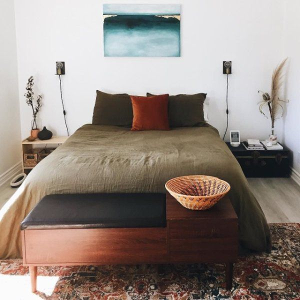 The best part? I'm posting a photo of the bed that I am currently still in and struggling to get out of this morning. Did anyone else eat a handful of chocolate pretzels and goldfish at 1am and wake up with a stomach ache? Just me? Ok, cool. Happy Thursday, crew! #condodlux