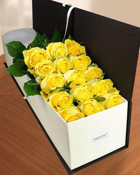 Trandafiri galbeni in cutie eleganta.  Yellow roses in an elegant box