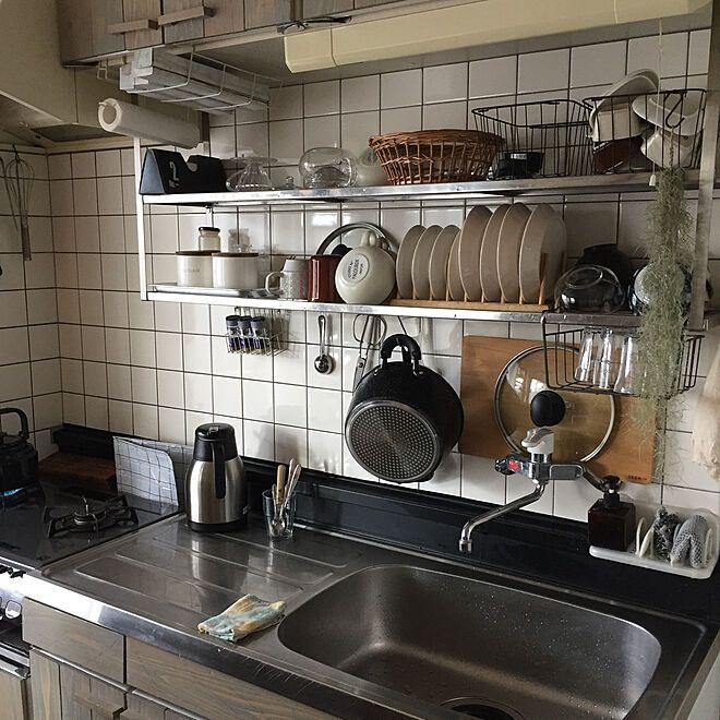 キッチン 吊り棚収納 吊り棚 収納 水切りかごのないキッチン などのインテリア実例 2018 10 01 09 00 24 Roomclip ルームクリップ キッチン 吊り棚 狭いキッチン レイアウト 小さなキッチン