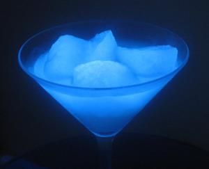 It's easy to make glowing ice that you can eat or use in drinks. - Anne Helmenstine