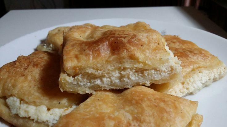 ll mutabbaq è un dolce arabo delizioso, come sapore somiglia un poco ai baklava, è conosciuto anche come martabak, warbat, shaabiyat e kullaj. Spesso si trova in forma di saccottini triangolari di pasta fillo. Ripieno di formaggio che, in occidente va dalla feta al caprino alla ricotta,nei paesi arabiviene farcito con l'ashta che è la cagliata che si ottiene dal […]