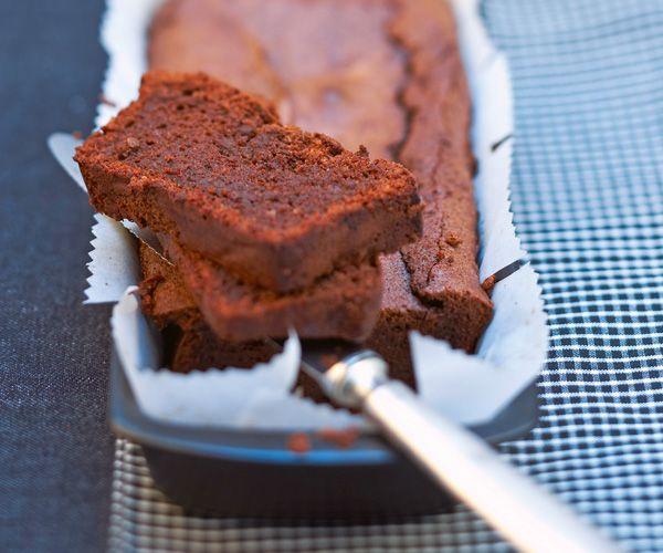 Accompagnez ce cake chocolat signé Cyril Lignac d'une crème anglaise, et vous allez vous régaler !