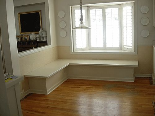 Banquette in breakfast nook    http://inmyownstyle.com/2010/02/howto-make-a-kitchen-banquette.html