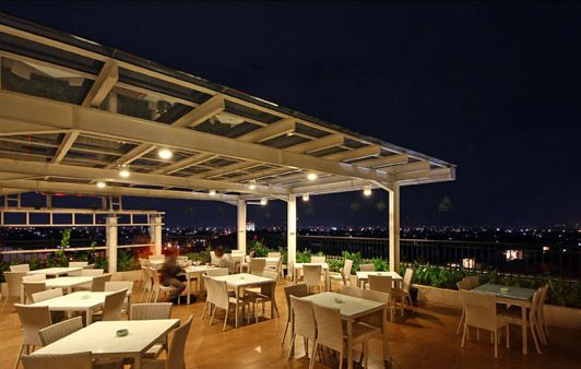 HARRIS Cafe Outdoor at HARRIS Hotel & Conventions Festival CityLink - Bandung