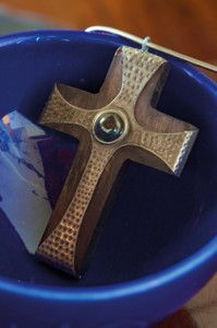 Creative Company   Pewter it – Wooden cross