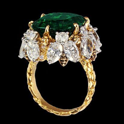 Кольцо с 10 каратным колумбийским изумрудом и бриллиантами.