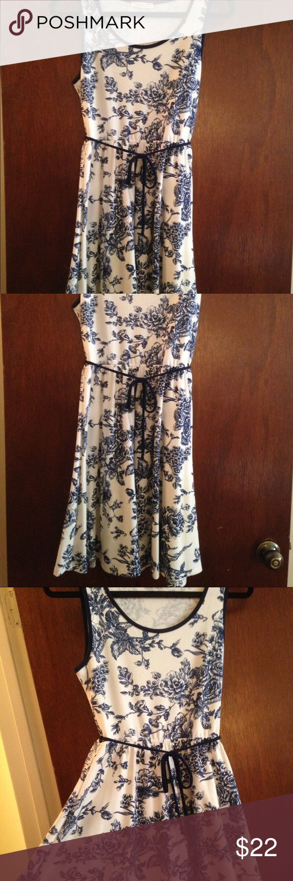 """Gorgeous Toile Sundress from SanFran! Bought in a boutique in San Francisco, this gorgeous toile dress has only been worn once. Precious tie around the waist. Hits right at the knee but shows just enough. ;) (5'6"""", 135 lbs: Cinched waist comfortable and light material. Very soft and comfy) Dresses"""