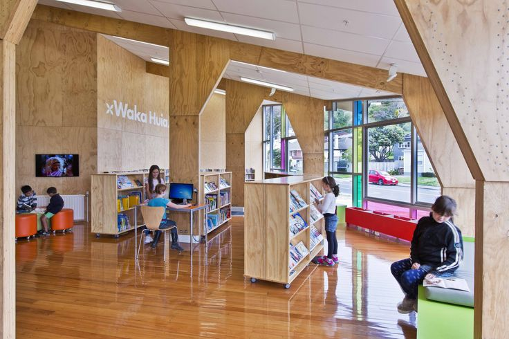Kahurangi School Library Wellington. Project by Stephenson and Turner Architects. photographed by Paul McCredie. Shelving by Lundia