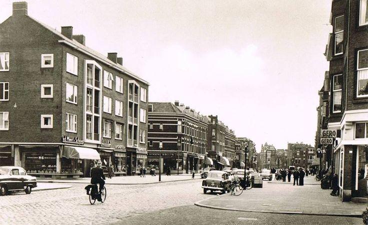 Rotterdam - Lusthofstraat, Links de winkels van bakkerij vd Meer & Schoep, ijzerwinkel Breur, De Gruyter.