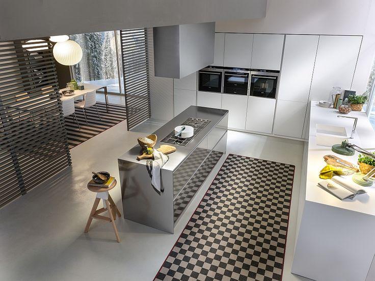 Nice All steel central island with cast iron grills Voor meer keukens kijk ook eens op http