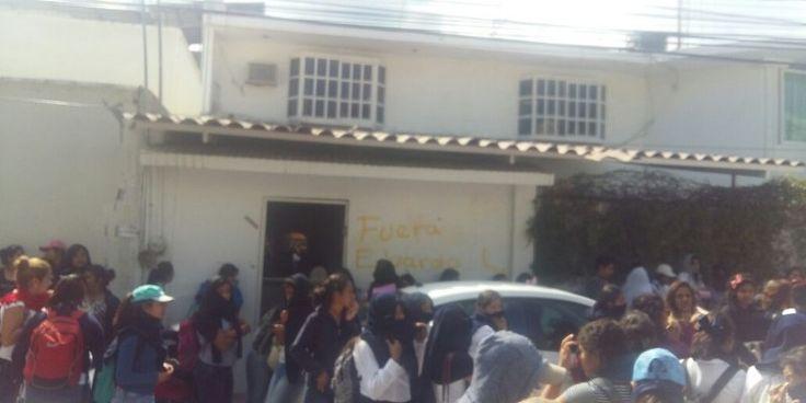 Normalistas bloquean la Autopista del Sol en Chilpancingo - http://www.notimundo.com.mx/estados/normalistas-bloquean-autopista-del-sol/