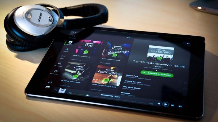 Spotify planea limitar las novedades de su catálogo a sus usuarios de pago   Después de que Snapchat haya debutado en bolsa todos los focos se vuelven ahora hacia Spotify a la que todos los rumores la sitúan como la próxima tecnológica que puede llegar al parqué.  Precisamente con el objetivo de ser atractiva para los inversores la compañía estaría trabajando en nuevos acuerdos a largo plazo con las discográficas con las que habría pactado restringir los éxitos y nuevos lanzamientos…