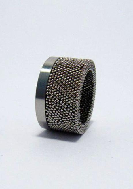 Jewelry | Jewellery | ジュエリー | Bijoux | Gioielli | Joyas | Art | Arte | Création Artistique | Artisan | Precious Metals | Jewels | Settings | Textures | Caroline Friedli | stainless steel ring