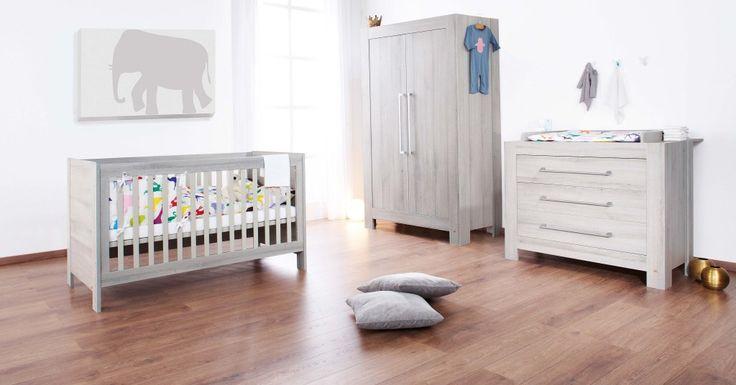 La chambre bébé Somnio de Pinolino : Lit bébé transformable en lit junior, commode à langer, armoire à 2 portes.