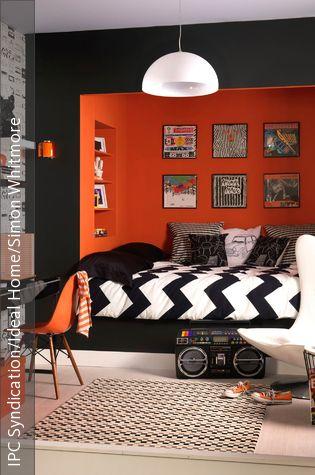 Die 50er, 60er und 70er – ein glorreiches Zeitalter für die Designwelt: Mit dem Retro-Stil holen wir uns die Formen und Farben des Mid Century zurück in die Wohnung. Wir geben 10 Tipps, wie das Einrichten im Retro-Stil am schönsten wird.